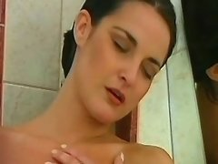 Lesbi chick licks wet pussy in bath